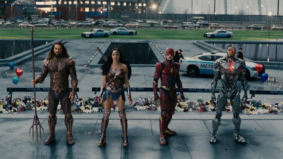 nycc 2017: justice league/mercedes-benz commercial   popgeeks